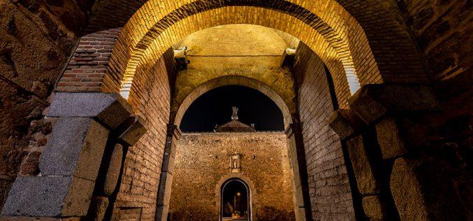 Reportaje Fotográfico – Puerta Bisagra de noche