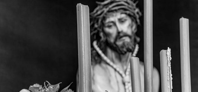 Imaginería Religiosa – Cristo de la Humildad (Blanco y Negro)
