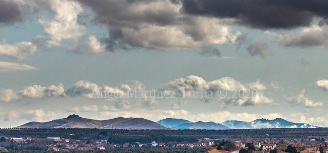 Provincia – Vista de los Castillos de Almonacid y de Mora, desde Cobisa